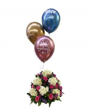 arreglo floral hortensias y globos